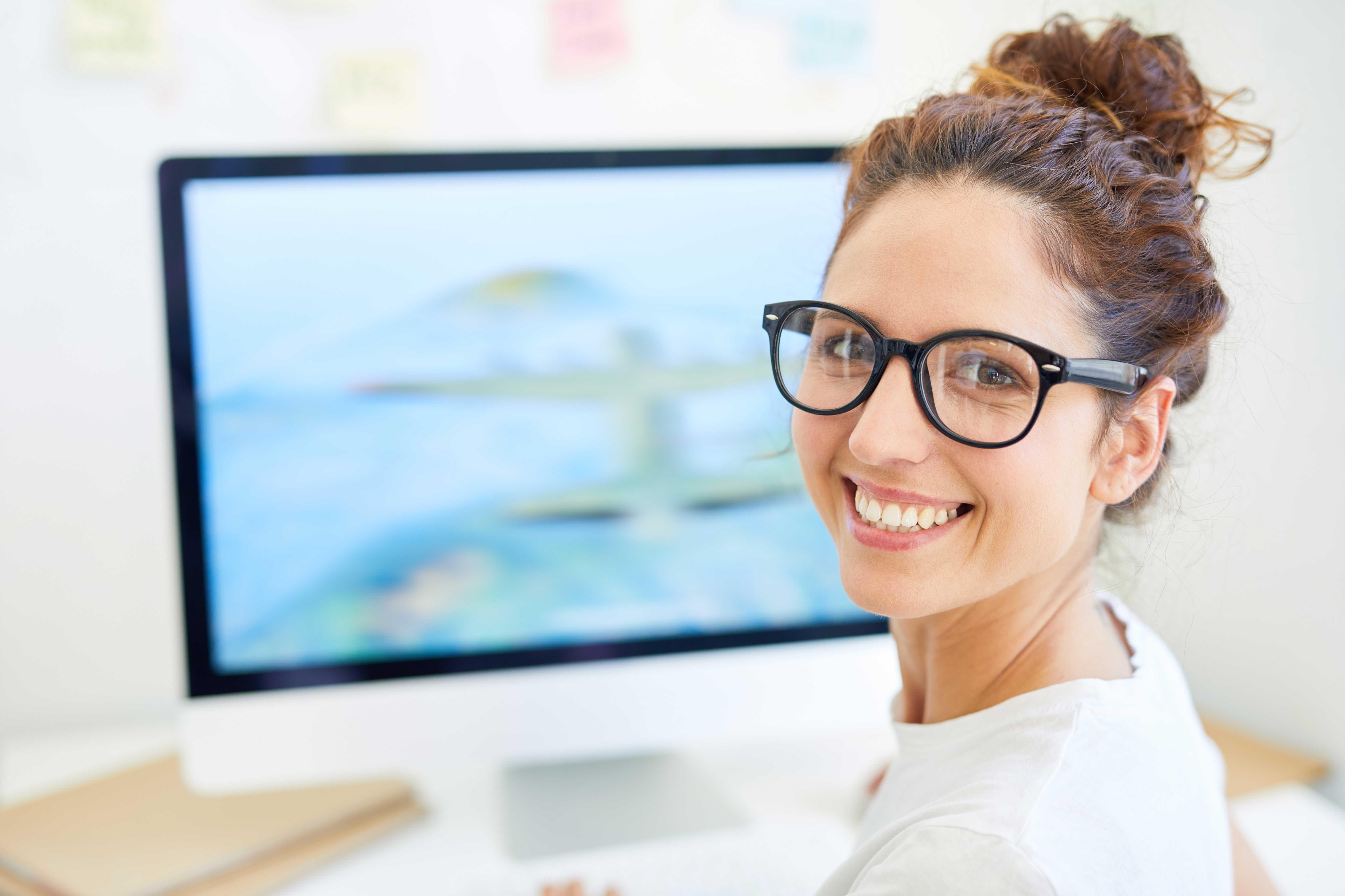 Karriere bei Briloner Junge Frau mit Brille